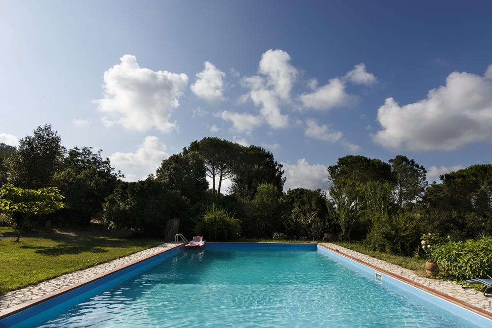 Podere le Chiuse Sovana casa vacanze appartamenti in Maremma con piscina